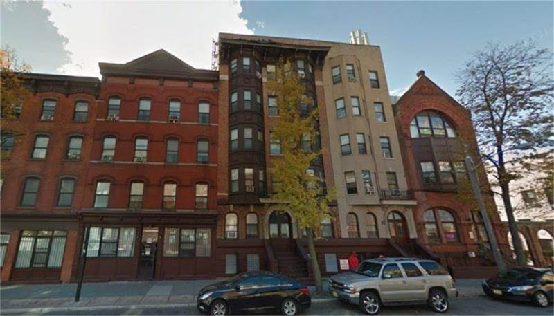 5. Single Family Homes for Rent at 361 Montgomery Street Jersey City, New Jersey 07302 United States