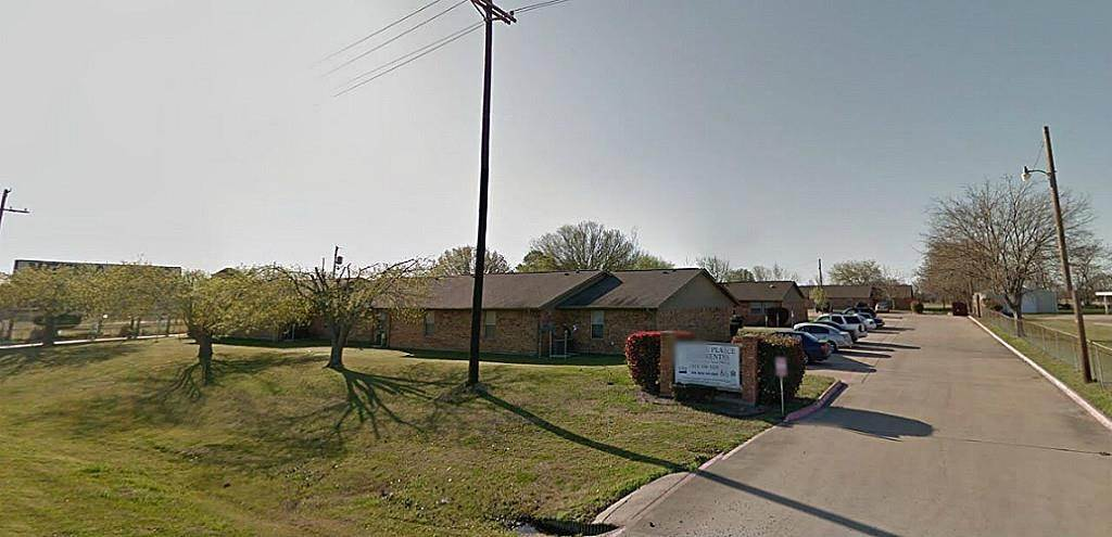 Single Family Homes for Rent at 801 W Main Street Quinlan, Texas 75474 United States