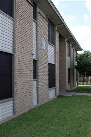 Multi Family for Rent at 615 S F Street San Antonio, Texas 78220 United States