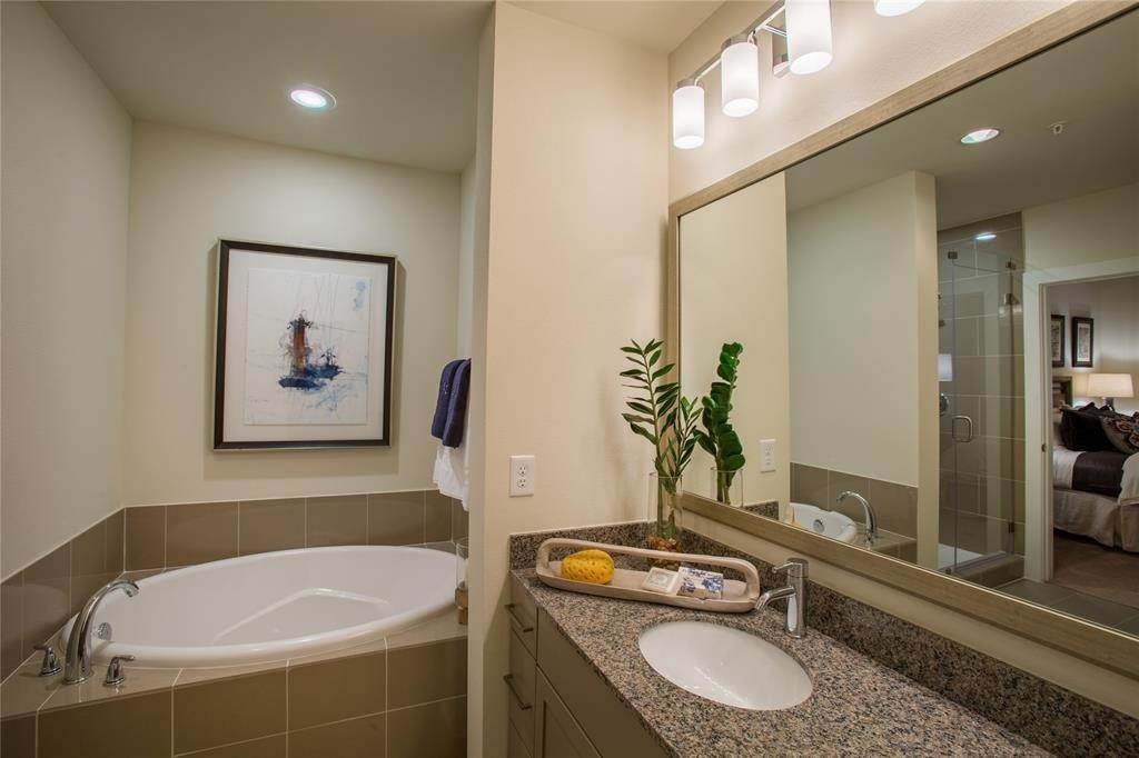 6. High or Mid-Rise Condo for Rent at 500 Crawford Street #242 500 Crawford Street Houston, Texas 77002 United States