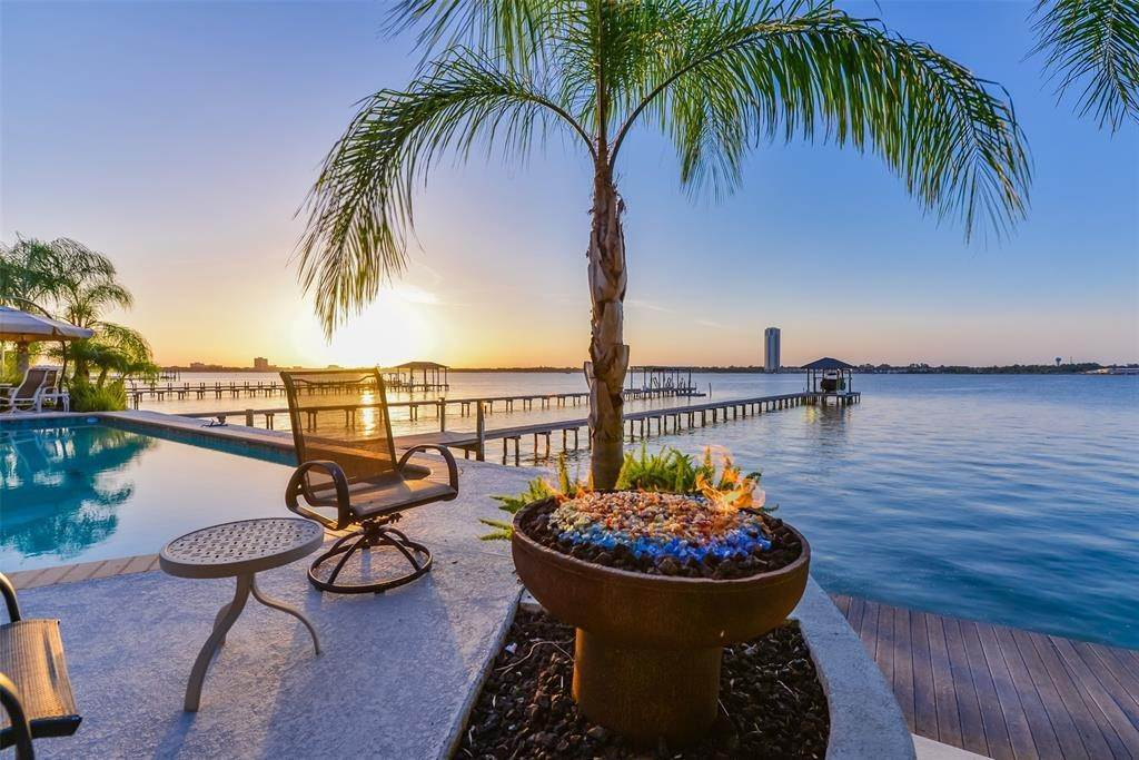 Single Family for Sale at 1018 Island View Kemah, Texas 77565 United States