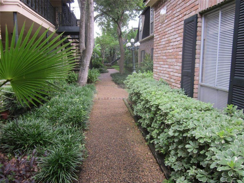 16. Condo / Townhouse for Rent at 800 Post Oak Boulevard #49 800 Post Oak Boulevard Houston, Texas 77056 United States