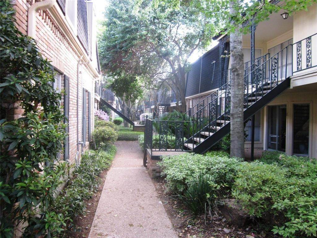 17. Condo / Townhouse for Rent at 800 Post Oak Boulevard #49 800 Post Oak Boulevard Houston, Texas 77056 United States