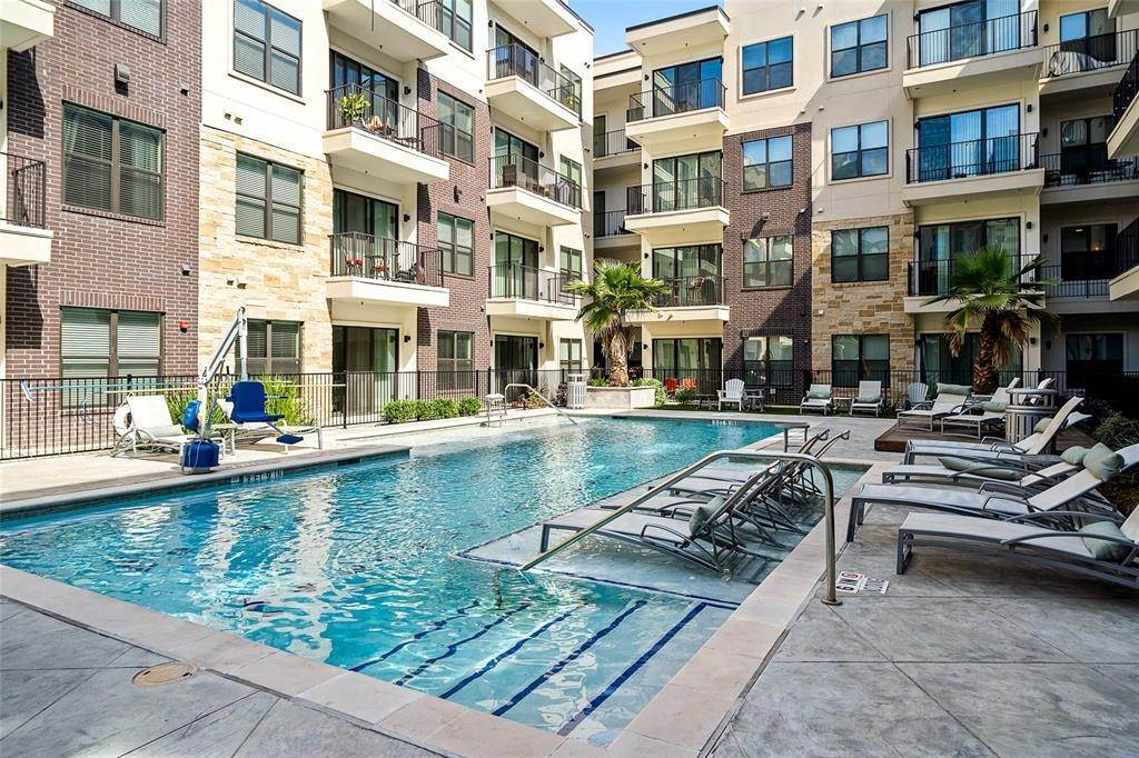 17. High or Mid-Rise Condo for Rent at 3131 N Timmons Ln #2309 3131 N Timmons Ln Houston, Texas 77027 United States