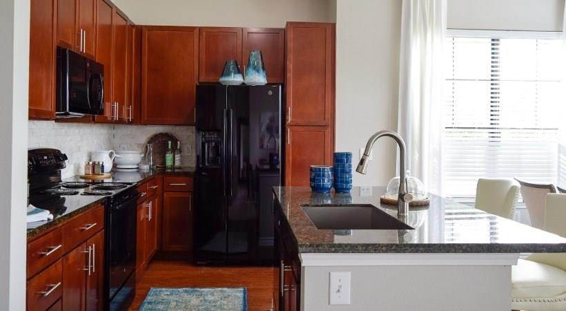 6. High or Mid-Rise Condo for Rent at 13801 N Napoli Dr #6110 13801 N Napoli Dr Houston, Texas 77070 United States