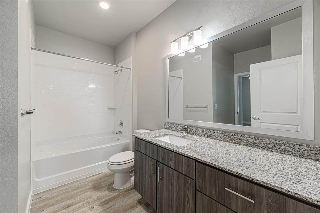 11. High or Mid-Rise Condo for Rent at 14100 Will Clayton Parkway #3203 14100 Will Clayton Parkway Humble, Texas 77346 United States