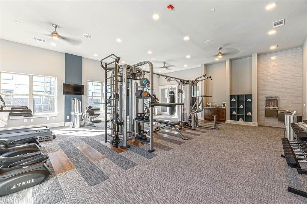21. High or Mid-Rise Condo for Rent at 14100 Will Clayton Parkway #3203 14100 Will Clayton Parkway Humble, Texas 77346 United States