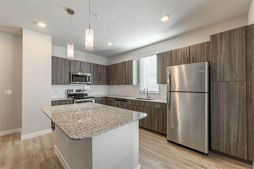 3. High or Mid-Rise Condo for Rent at 14100 Will Clayton Parkway #3203 14100 Will Clayton Parkway Humble, Texas 77346 United States