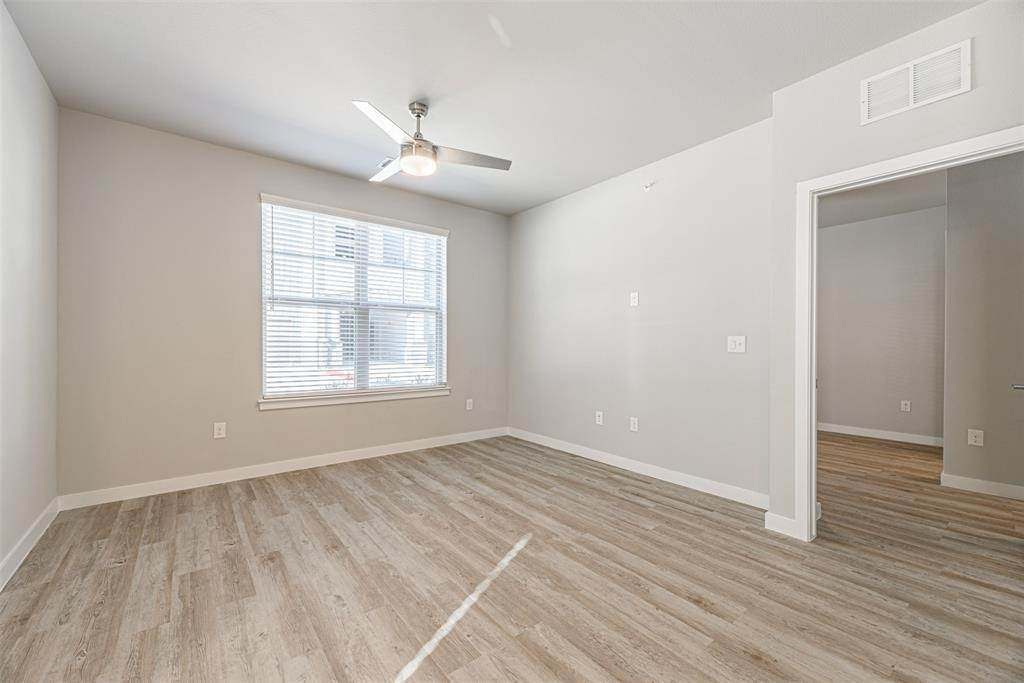 6. High or Mid-Rise Condo for Rent at 14100 Will Clayton Parkway #3203 14100 Will Clayton Parkway Humble, Texas 77346 United States