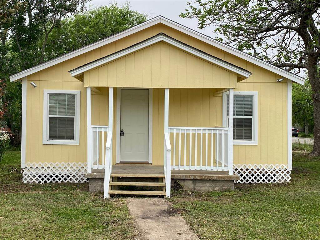 Single Family for Sale at 702 Avenue F Avenue Van Vleck, Texas 77482 United States