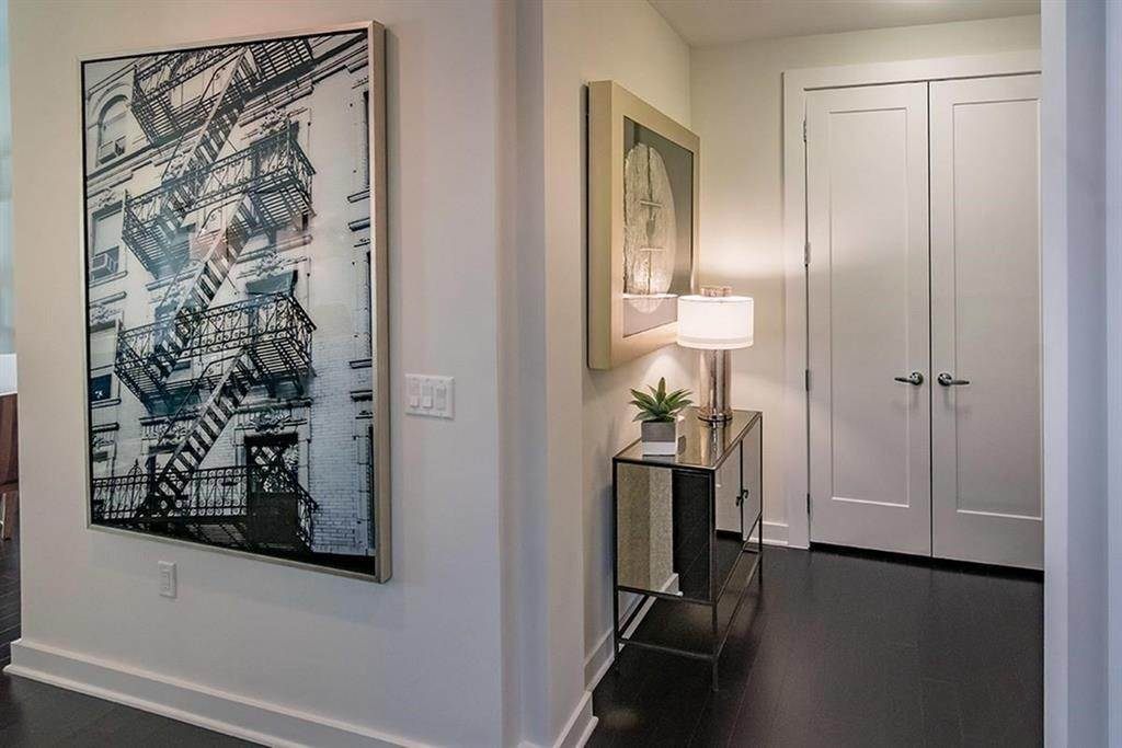 10. High or Mid-Rise Condo for Rent at 1111 Rusk Street #1018 1111 Rusk Street Houston, Texas 77002 United States