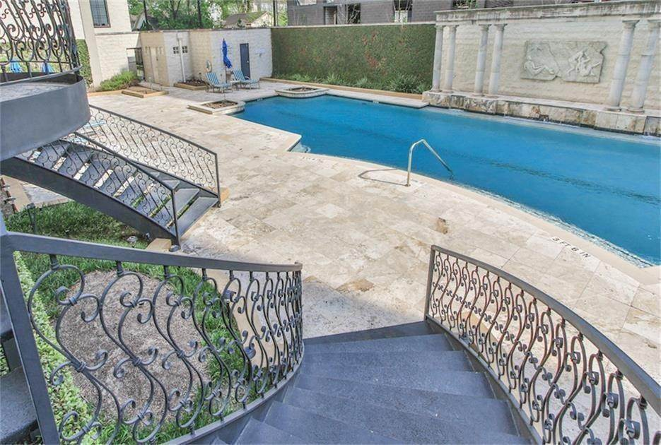13. High or Mid-Rise Condo for Rent at 1005 S Shepherd Drive #420 1005 S Shepherd Drive Houston, Texas 77019 United States
