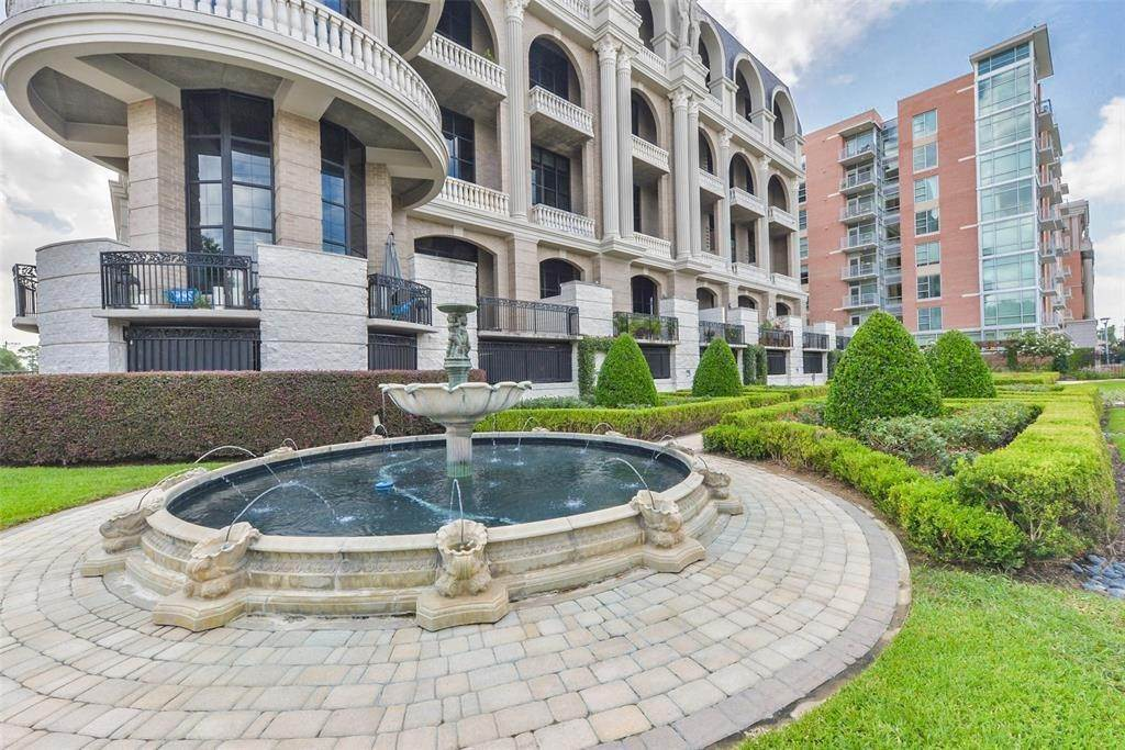 15. High or Mid-Rise Condo for Rent at 1005 S Shepherd Drive #420 1005 S Shepherd Drive Houston, Texas 77019 United States