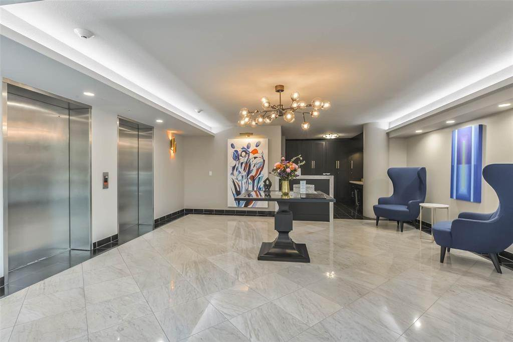 18. High or Mid-Rise Condo for Rent at 1005 S Shepherd Drive #420 1005 S Shepherd Drive Houston, Texas 77019 United States