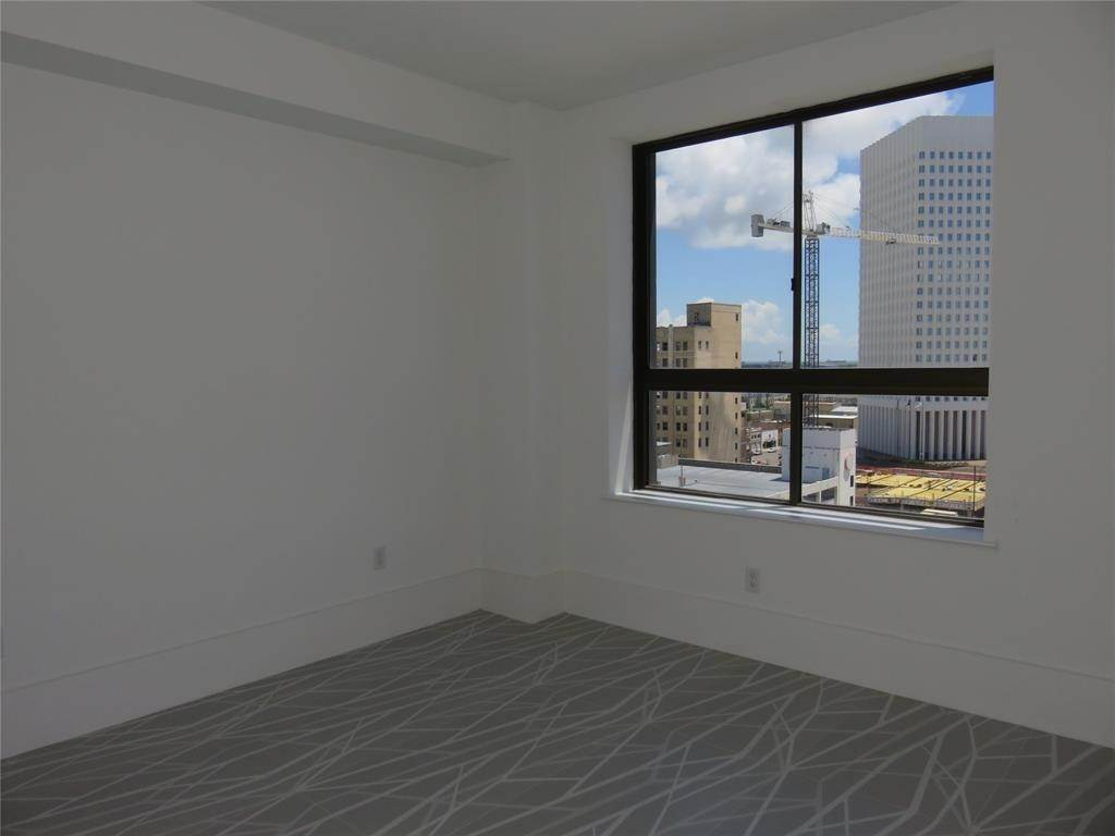 11. High or Mid-Rise Condo for Rent at 2201 Market Street #1003 2201 Market Street Galveston, Texas 77550 United States