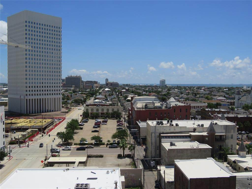14. High or Mid-Rise Condo for Rent at 2201 Market Street #1003 2201 Market Street Galveston, Texas 77550 United States