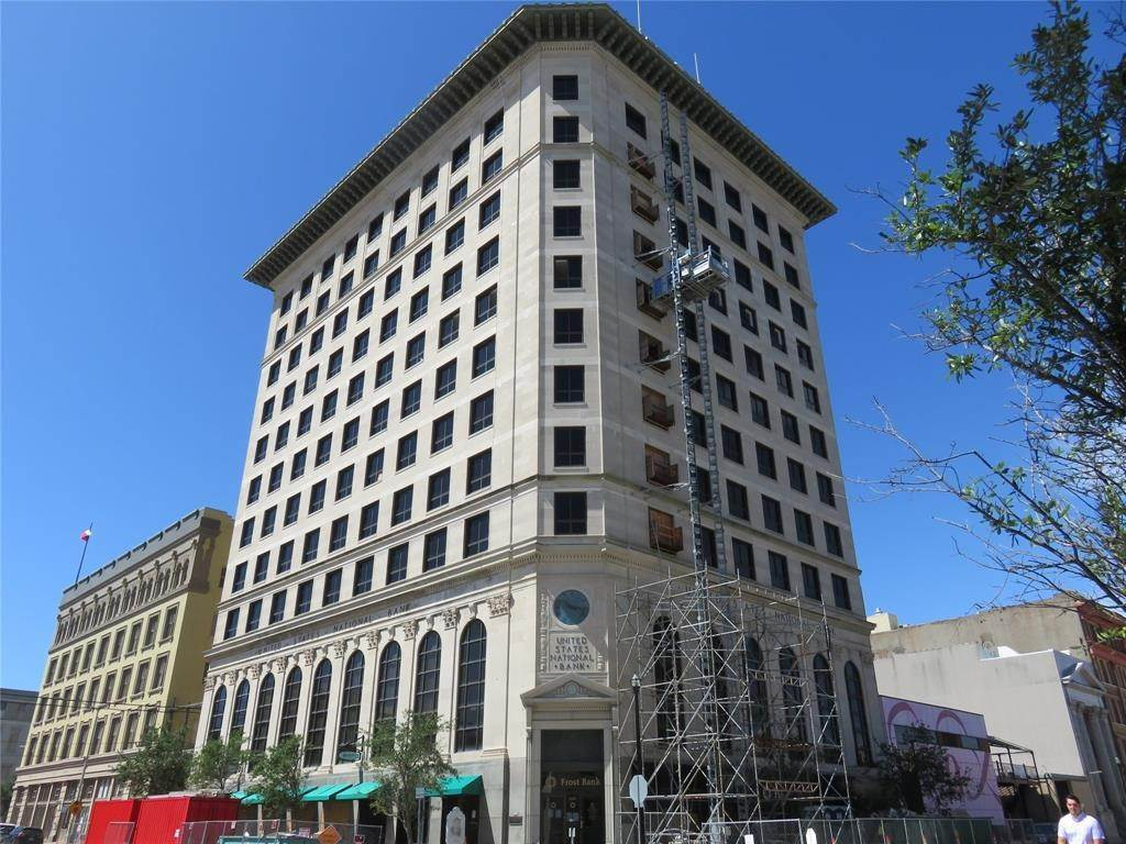 2. High or Mid-Rise Condo for Rent at 2201 Market Street #1003 2201 Market Street Galveston, Texas 77550 United States