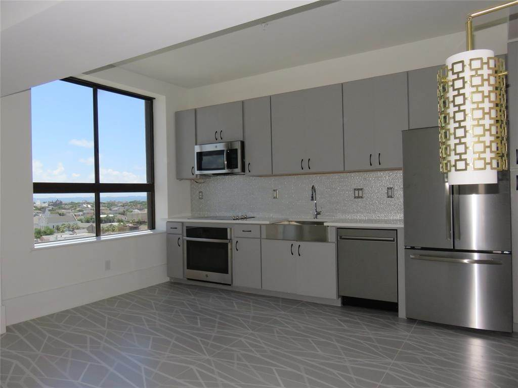 6. High or Mid-Rise Condo for Rent at 2201 Market Street #1003 2201 Market Street Galveston, Texas 77550 United States