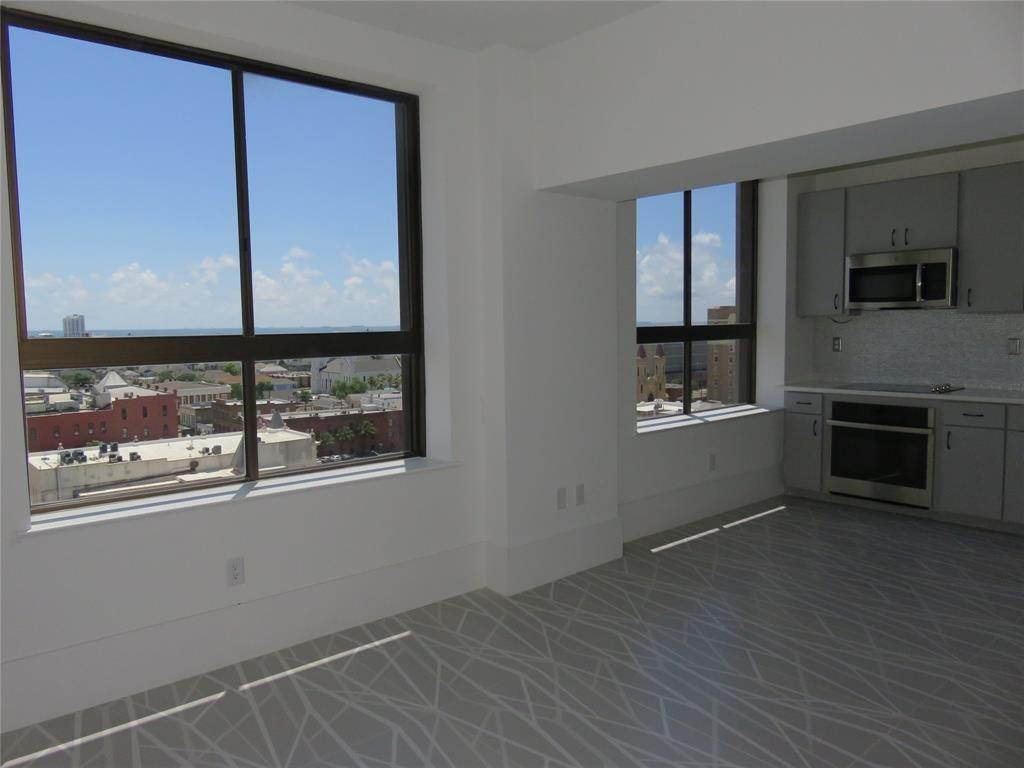 7. High or Mid-Rise Condo for Rent at 2201 Market Street #1003 2201 Market Street Galveston, Texas 77550 United States