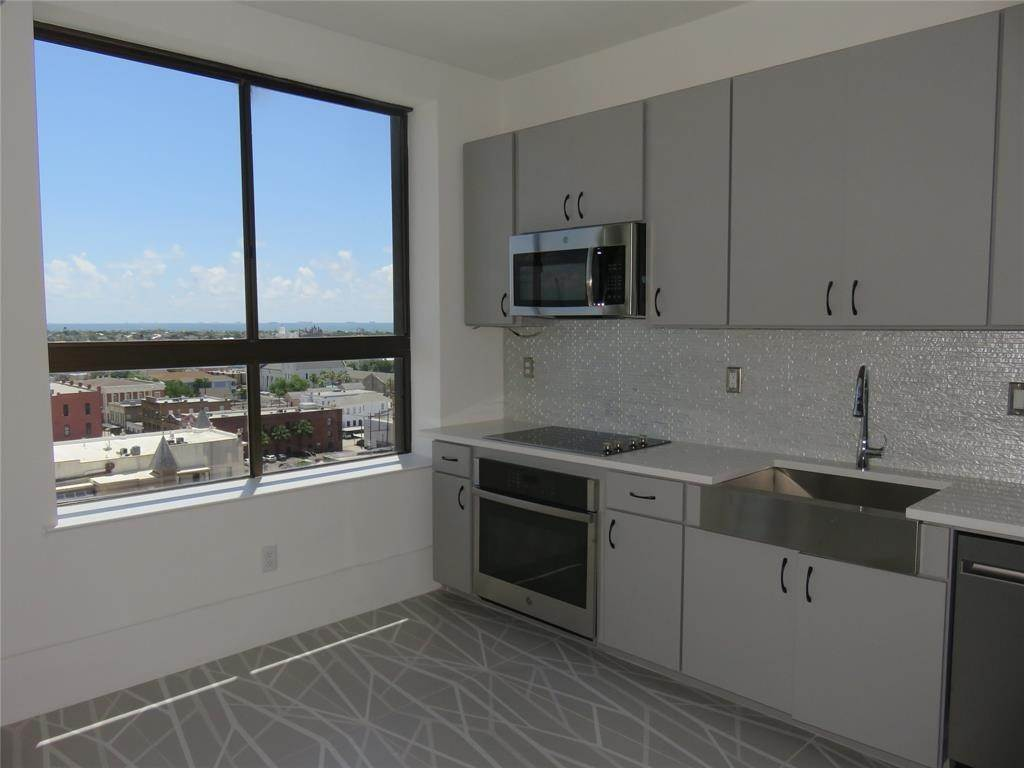 8. High or Mid-Rise Condo for Rent at 2201 Market Street #1003 2201 Market Street Galveston, Texas 77550 United States