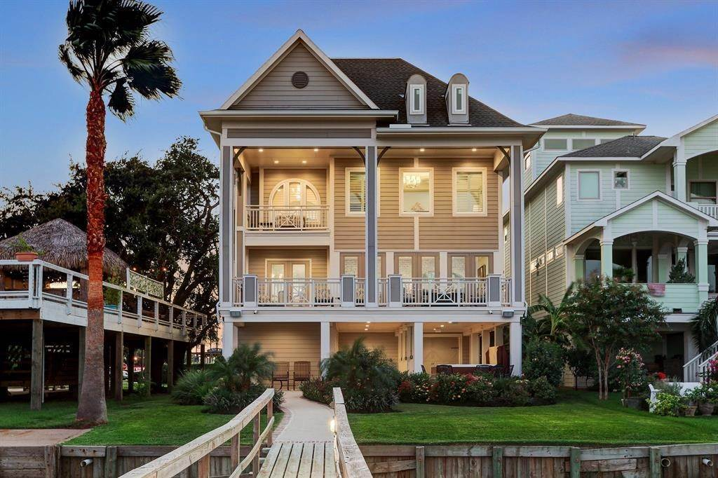 Single Family for Sale at 511 Bay Avenue Kemah, Texas 77565 United States