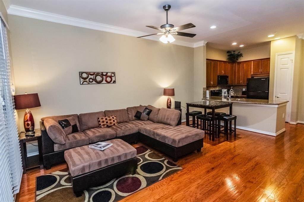 11. High or Mid-Rise Condo for Rent at 2400 Mccue Road #118 2400 Mccue Road Houston, Texas 77056 United States