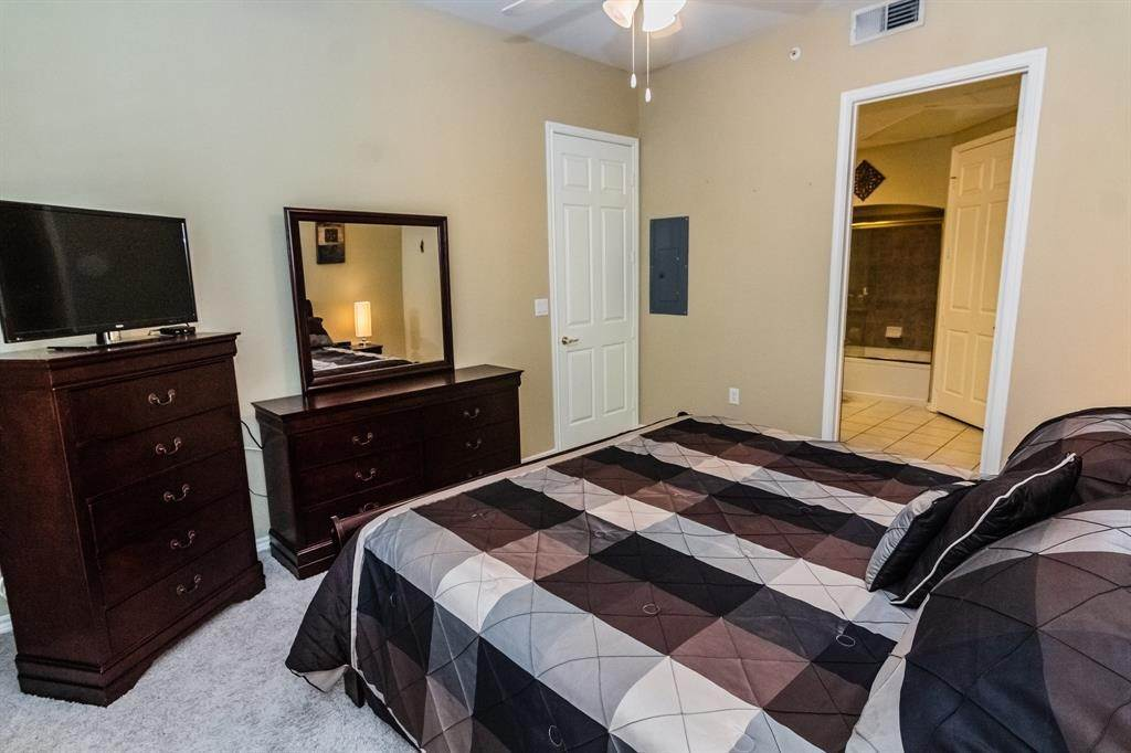 13. High or Mid-Rise Condo for Rent at 2400 Mccue Road #118 2400 Mccue Road Houston, Texas 77056 United States