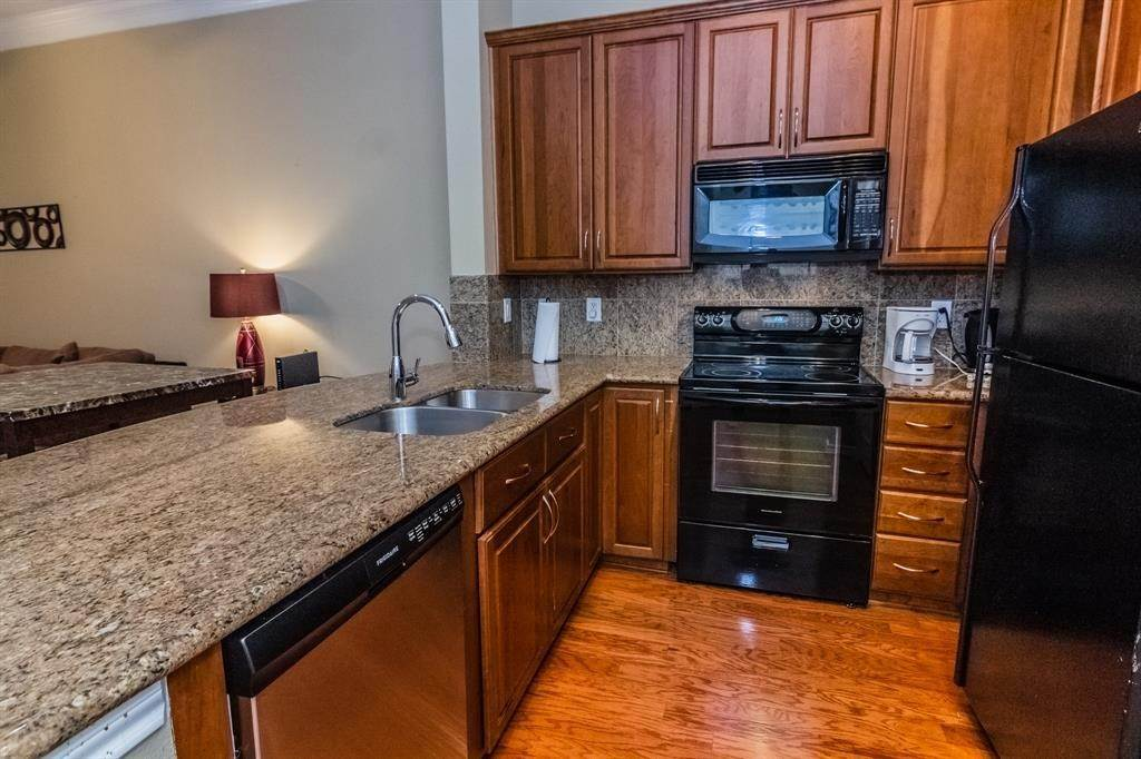 2. High or Mid-Rise Condo for Rent at 2400 Mccue Road #118 2400 Mccue Road Houston, Texas 77056 United States