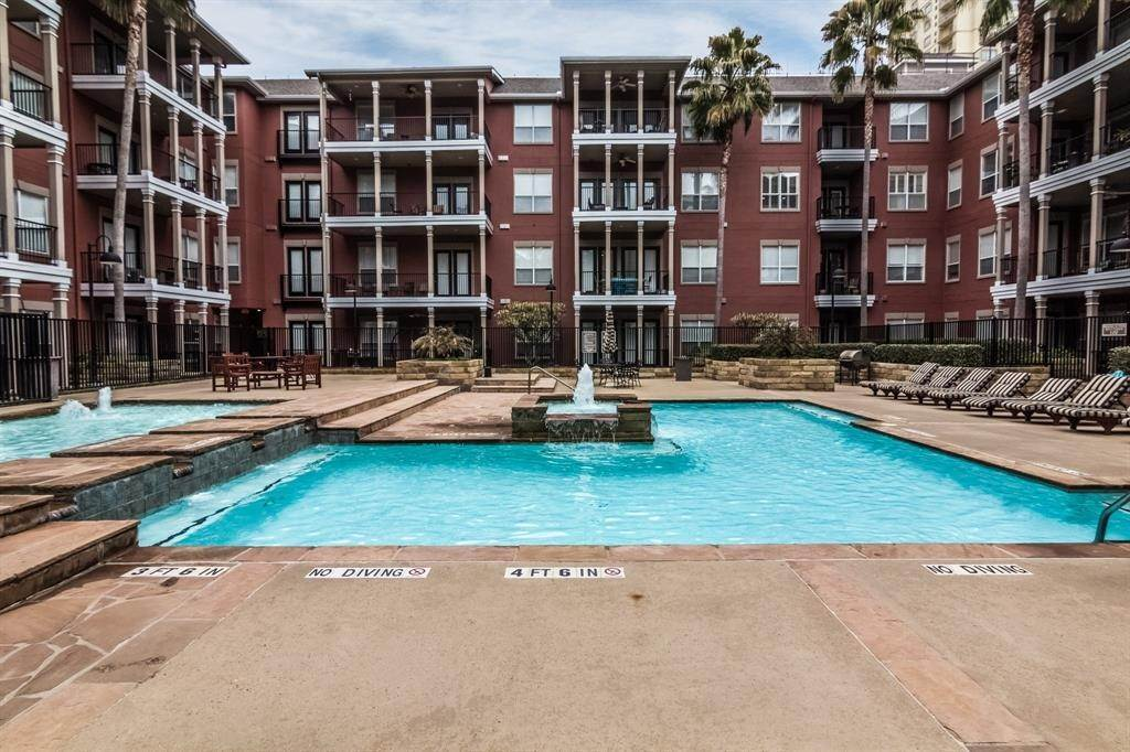 22. High or Mid-Rise Condo for Rent at 2400 Mccue Road #118 2400 Mccue Road Houston, Texas 77056 United States