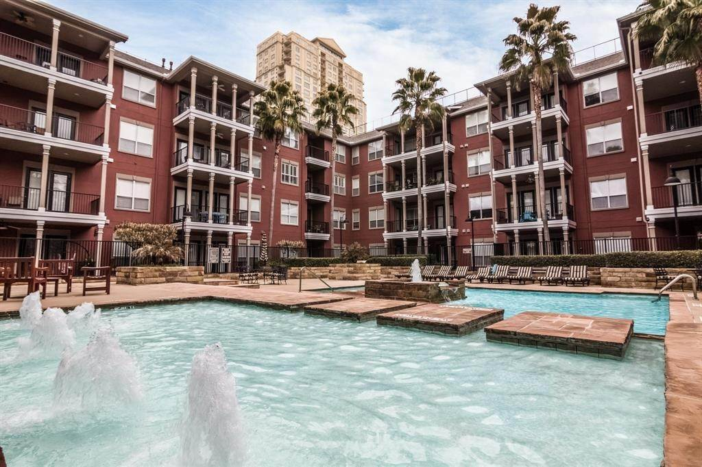 23. High or Mid-Rise Condo for Rent at 2400 Mccue Road #118 2400 Mccue Road Houston, Texas 77056 United States