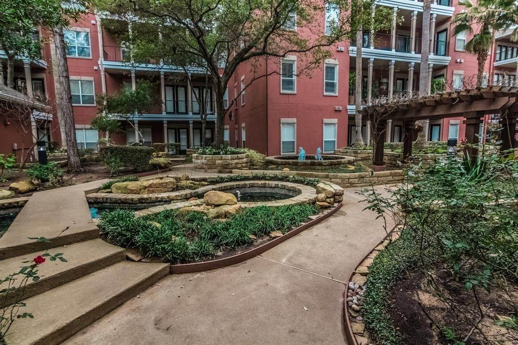 26. High or Mid-Rise Condo for Rent at 2400 Mccue Road #118 2400 Mccue Road Houston, Texas 77056 United States