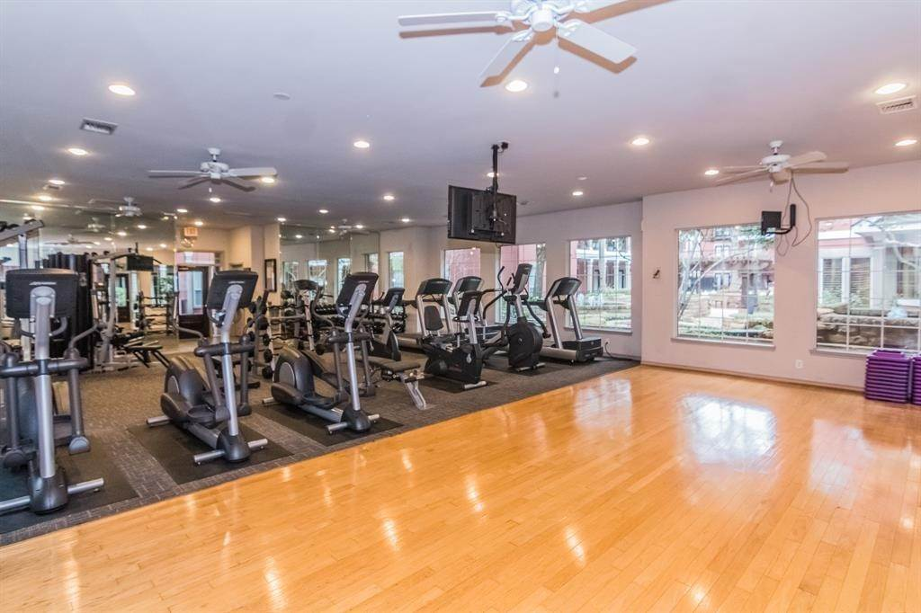 28. High or Mid-Rise Condo for Rent at 2400 Mccue Road #118 2400 Mccue Road Houston, Texas 77056 United States