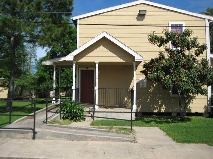 Multi Family for Rent at 111 W Pine Avenue Orange, Texas 77630 United States