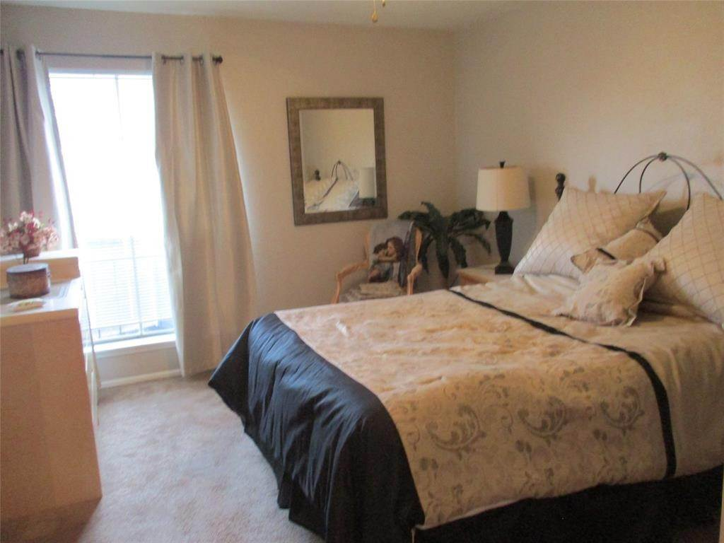 2. Condo / Townhouse for Rent at 18511 Egret Bay Boulevard #304 18511 Egret Bay Boulevard Webster, Texas 77058 United States