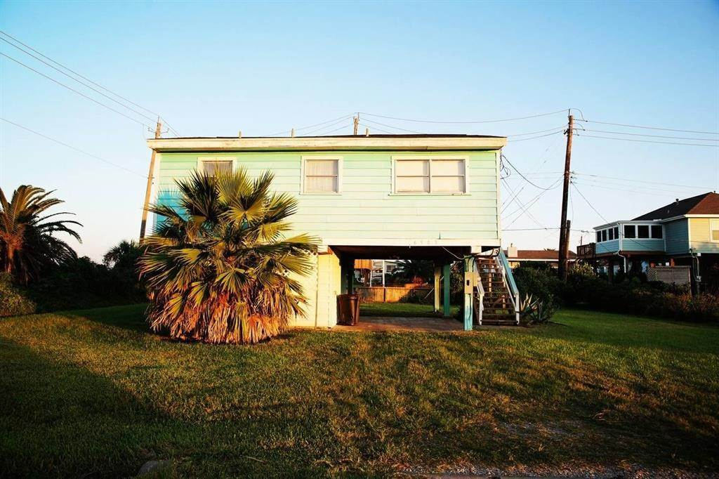 3. Single Family Homes for Rent at 16503 Francis Drake Road Jamaica Beach, Texas 77554 United States