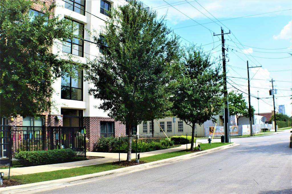 15. Single Family Homes for Rent at 1509 1/2 Bonner Street #Unit A 1509 1/2 Bonner Street Houston, Texas 77007 United States