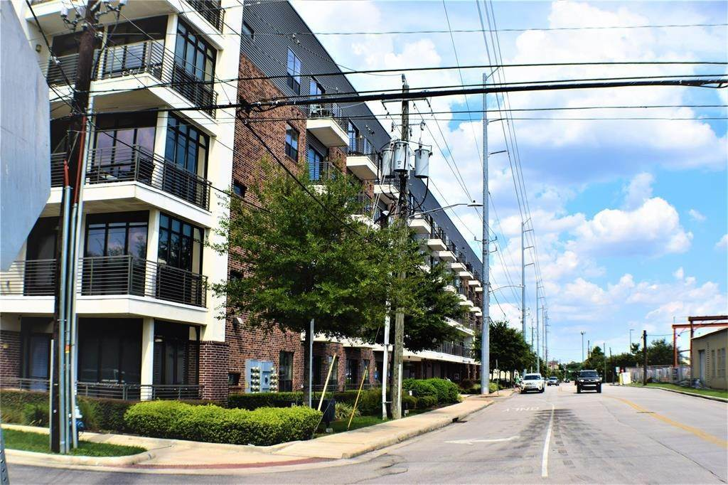 17. Single Family Homes for Rent at 1509 1/2 Bonner Street #Unit A 1509 1/2 Bonner Street Houston, Texas 77007 United States