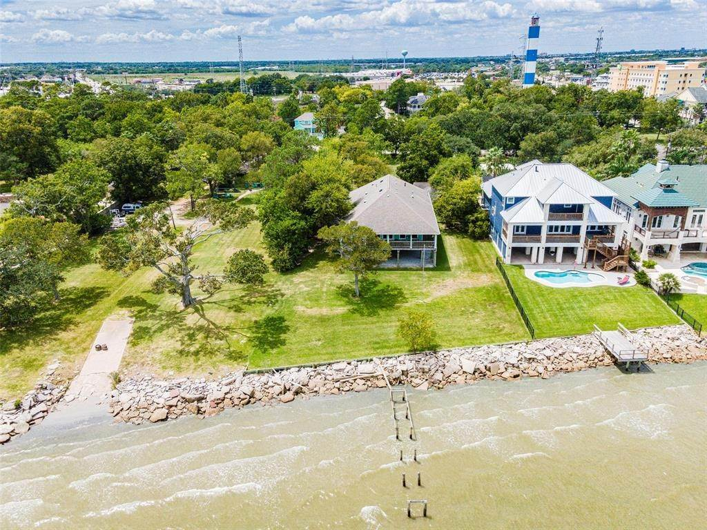 Single Family for Sale at 1007 Kipp Avenue Kemah, Texas 77565 United States