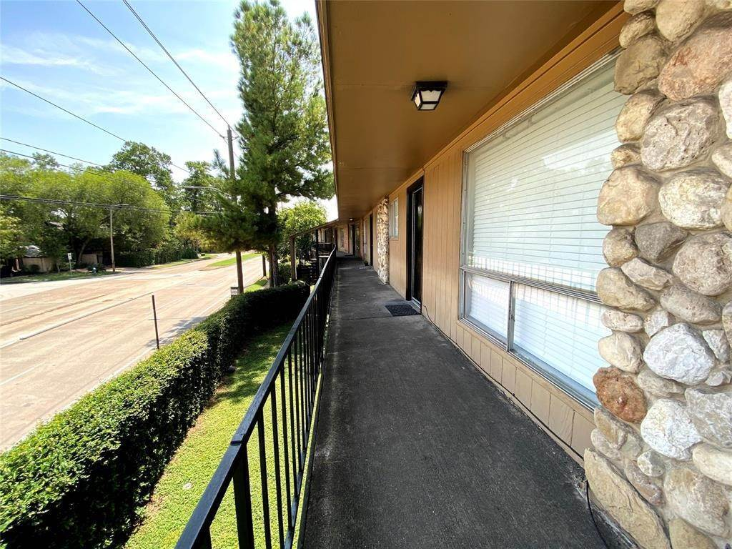 10. Condo / Townhouse for Rent at 1529 Wirt Road #30 1529 Wirt Road Houston, Texas 77055 United States
