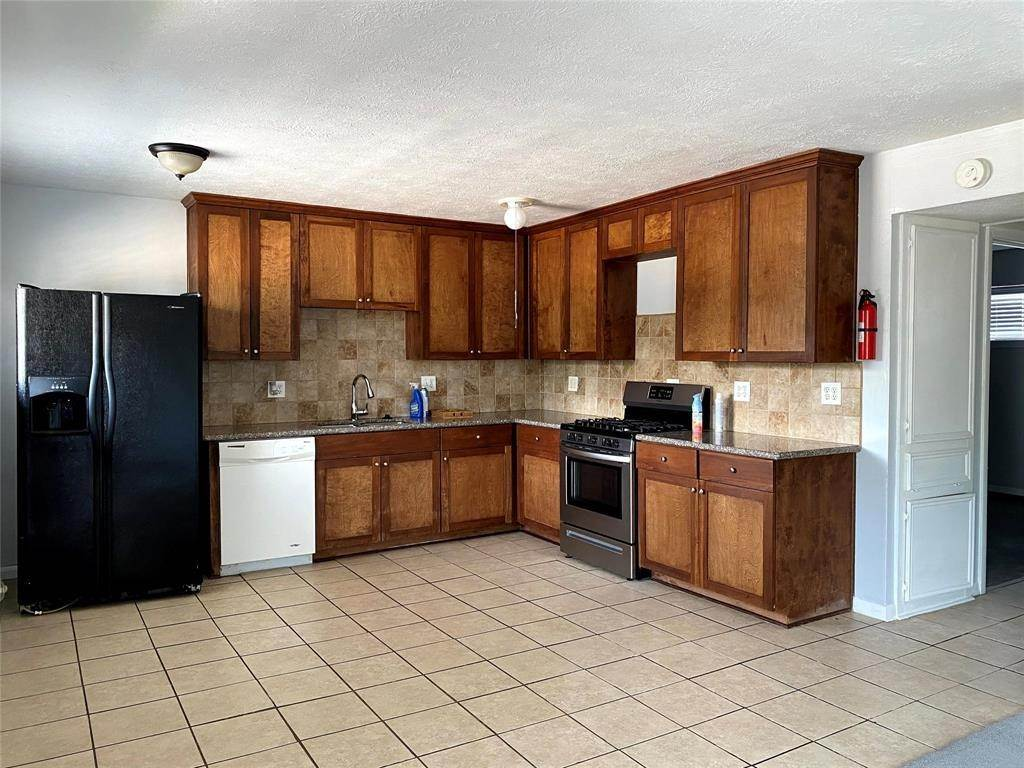 2. Condo / Townhouse for Rent at 1529 Wirt Road #30 1529 Wirt Road Houston, Texas 77055 United States