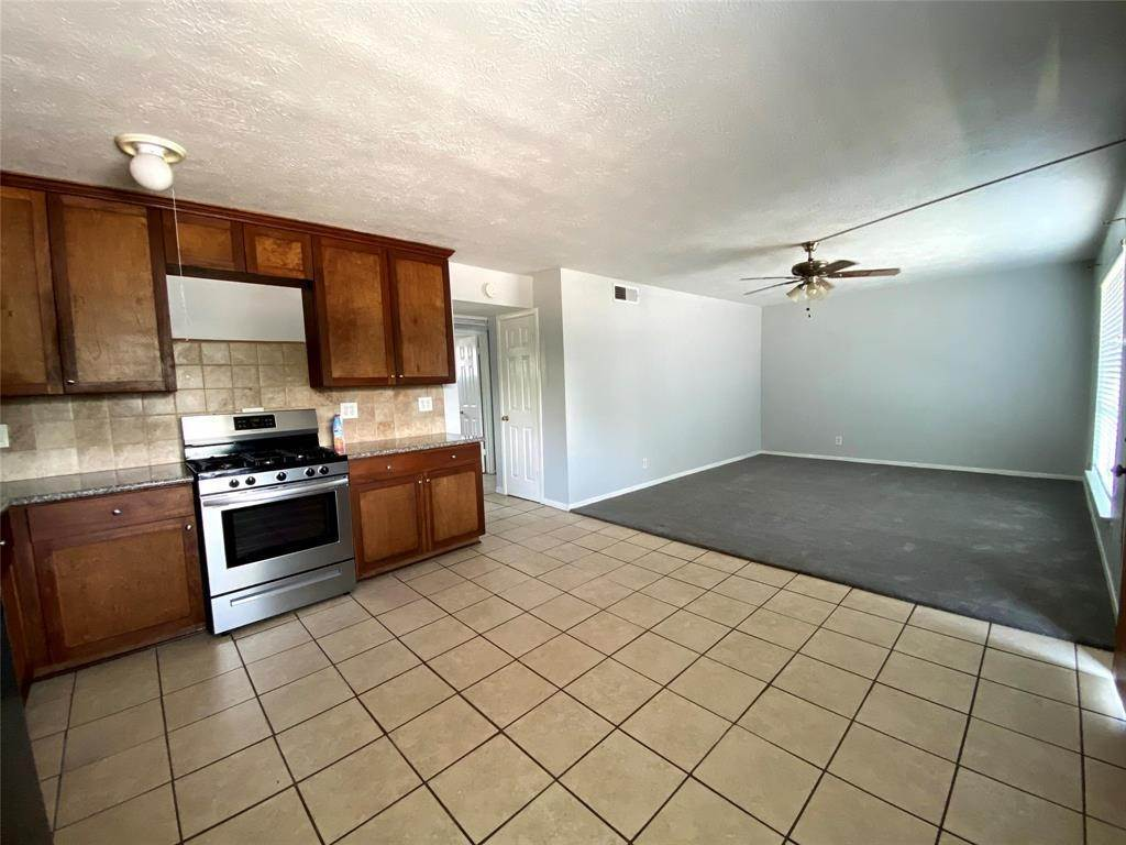 3. Condo / Townhouse for Rent at 1529 Wirt Road #30 1529 Wirt Road Houston, Texas 77055 United States