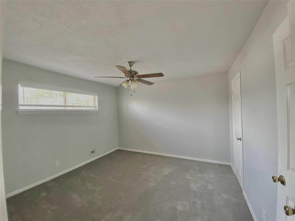 5. Condo / Townhouse for Rent at 1529 Wirt Road #30 1529 Wirt Road Houston, Texas 77055 United States