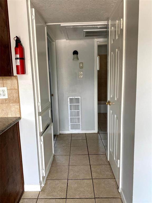 7. Condo / Townhouse for Rent at 1529 Wirt Road #30 1529 Wirt Road Houston, Texas 77055 United States