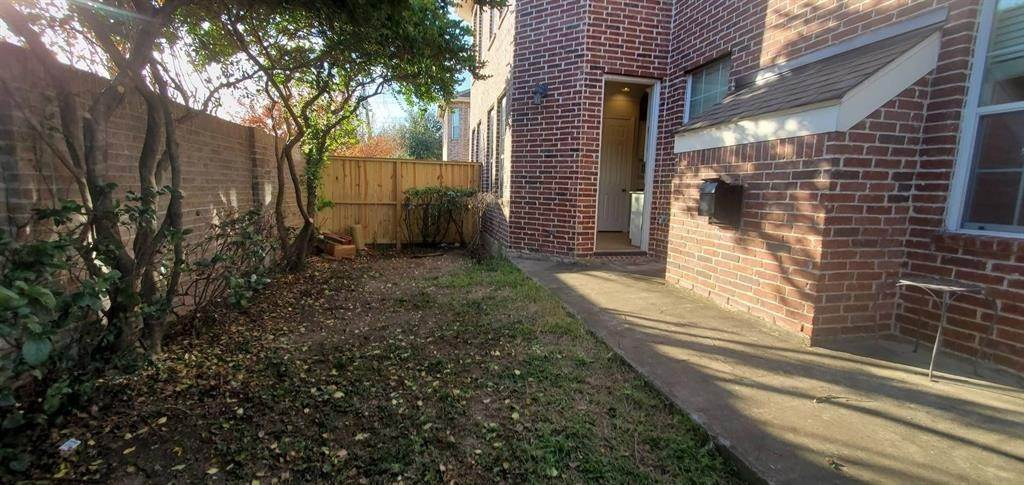 40. Condo / Townhouse for Rent at 3003 Heritage Creek Oaks Houston, Texas 77008 United States