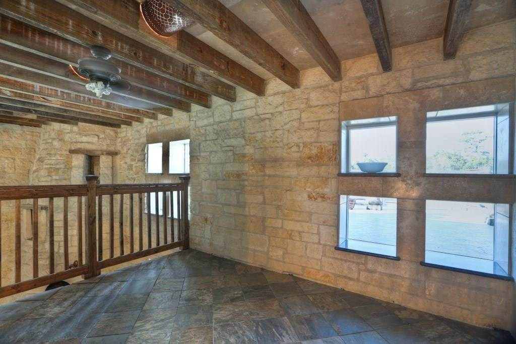 12. Single Family Homes for Rent at 614 Pine Gully Road #Loft 614 Pine Gully Road Seabrook, Texas 77586 United States