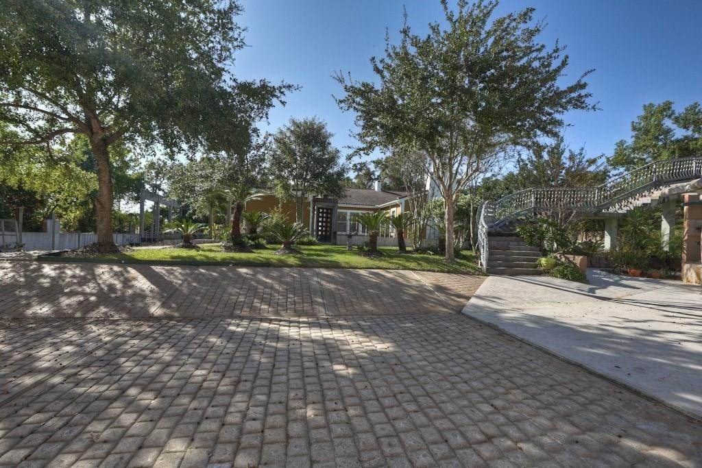 13. Single Family Homes for Rent at 614 Pine Gully Road #Loft 614 Pine Gully Road Seabrook, Texas 77586 United States