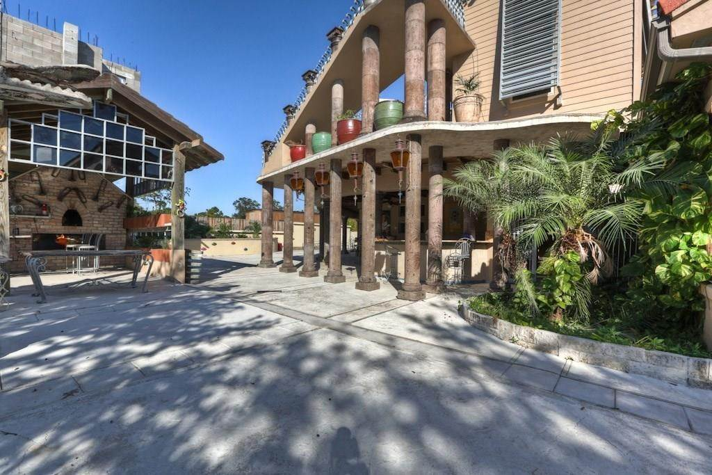 18. Single Family Homes for Rent at 614 Pine Gully Road #Loft 614 Pine Gully Road Seabrook, Texas 77586 United States