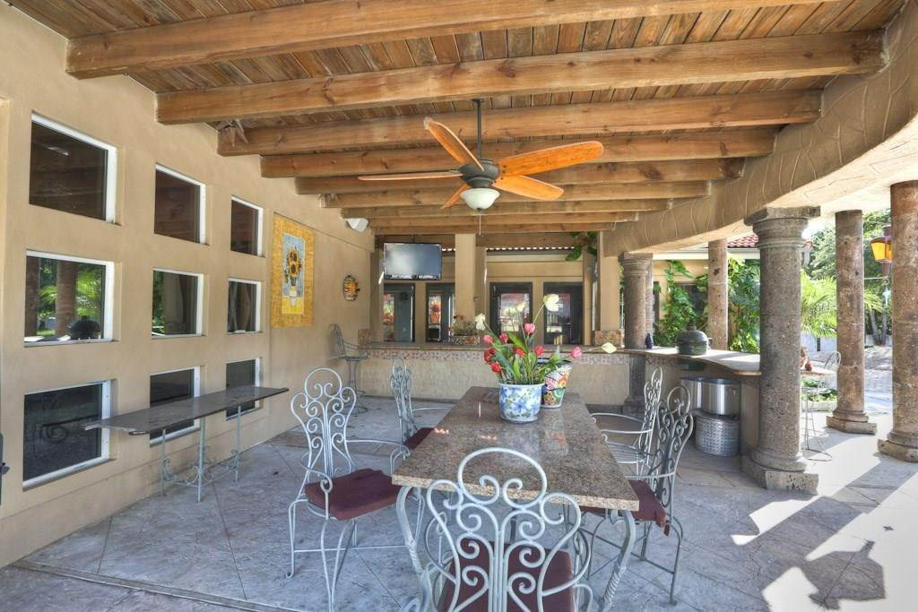 20. Single Family Homes for Rent at 614 Pine Gully Road #Loft 614 Pine Gully Road Seabrook, Texas 77586 United States