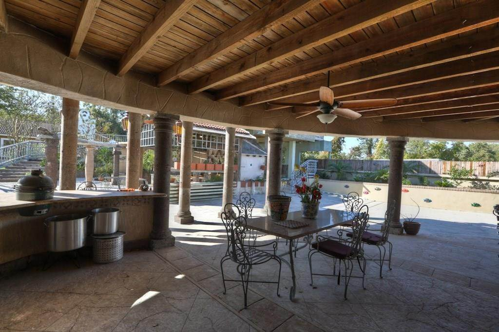 21. Single Family Homes for Rent at 614 Pine Gully Road #Loft 614 Pine Gully Road Seabrook, Texas 77586 United States