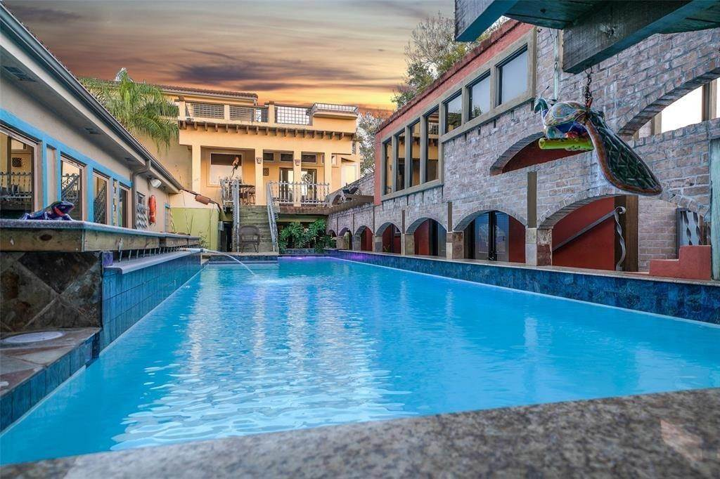 22. Single Family Homes for Rent at 614 Pine Gully Road #Loft 614 Pine Gully Road Seabrook, Texas 77586 United States